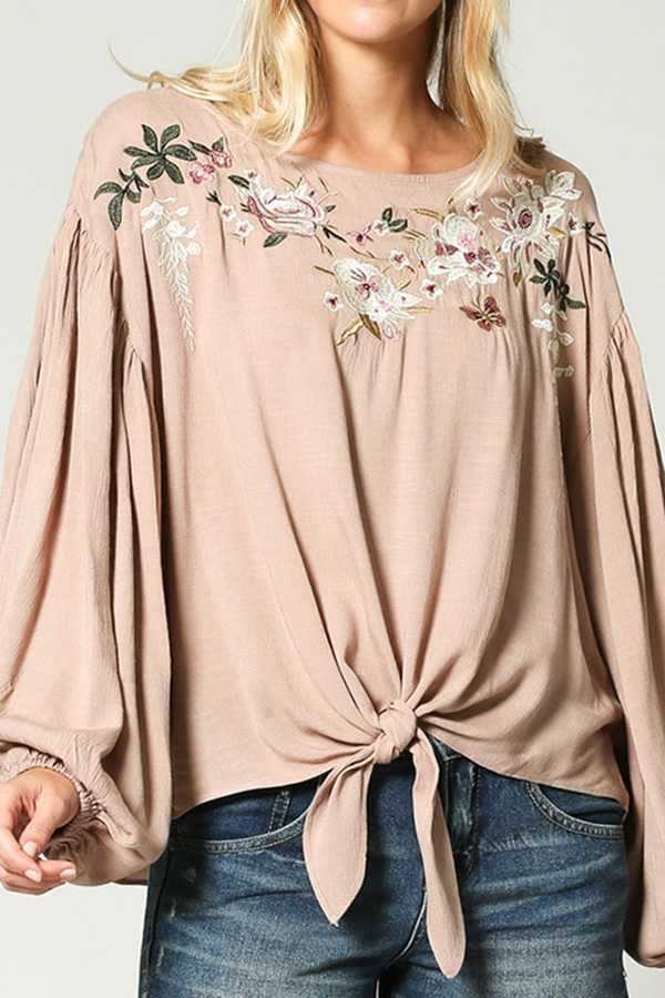 EMBROIDERY ROUND NECK TOP