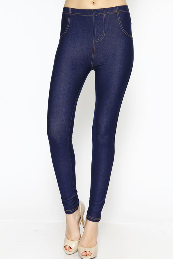 Casual and comfortable, these petite woven jeggings from Denim & Co. are your go-to pair when you want to look good and feel good. The pull-in pants are designed with five pockets, with stud detail decorating the front pocket/5.