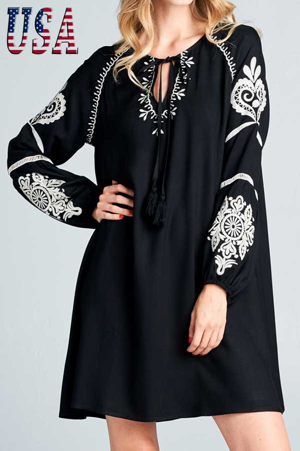 SOLID ROUND-NECK LONG SLEEVE SHIFT DRESS