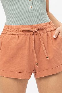 SOLID MID RISE LINEN SHORTS