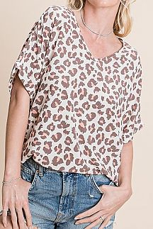 LEOPARD PRINT SHORT SLEEVE WOVEN TOP