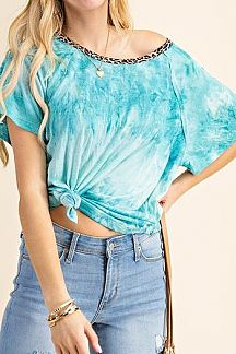 TIE DYE CONTRAST ANIMAL PRINT NECK TRIM DETAIL KNIT TOP