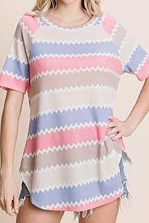 CHEVRON ZIGZAG PRINT SHORT SLEEVE TOP