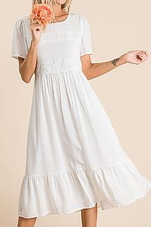 SOLID LACE TRIM DETAIL SHORT SLEEVE MIDI DRESS
