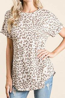 ANIMAL PRINT FOLDED SHORT SLEEVE KNIT TOP
