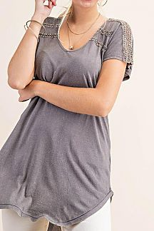 SOLID CUTOUT DETAIL SHORT SLEEVE TOP