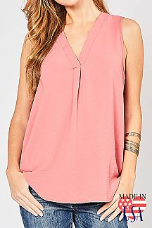 SOLID SLEEVELESS V-NECK PLACKET TOP