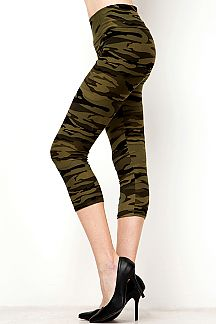 YOGA BAND CAMOUFLAGE PRINT CAPRI LEGGINGS