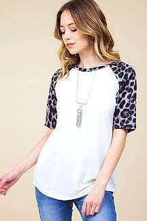 ANIMAL PRINT RAGLAN SLEEVE TOP