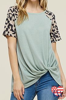 LEOPARD PRINT SLEEVE SOLID KNOTTED TOP