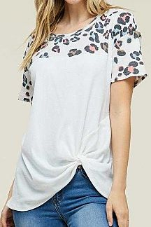 LEOPARD PRINT ACCENT SHORT SLEEVE KNIT TOP