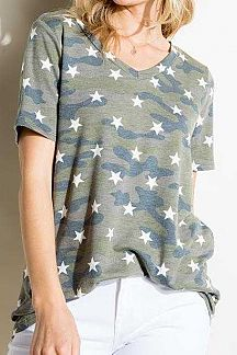CAMO AND STAR PRINT SHORT SLEEVE TOP