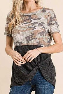 CAMO PRINT COLOR BLOCK WAFFLE KNIT TOP